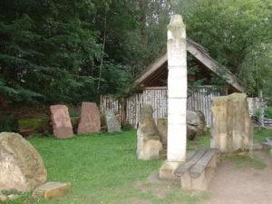 Rzeźby i płaskorzeźby