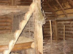 Wnętrze chaty w Biskupinie